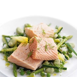 Steamed salmon with green vegetables