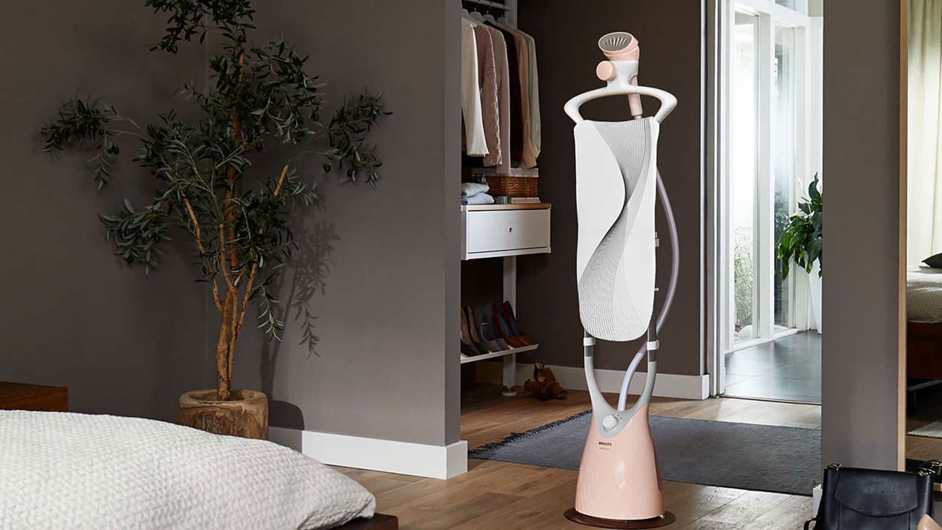 effortless-dewrinkling-from-top-to-bottom-with-the-philips-comforttouch-garment-steamer